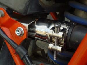 fig3 ガスケットは純正部品(18392-MK4-000)、バンドは付属品を使用します。ステーは内側に付属品のナットをいれて固定します。ボルトは付いていたものをそのまま使用します。